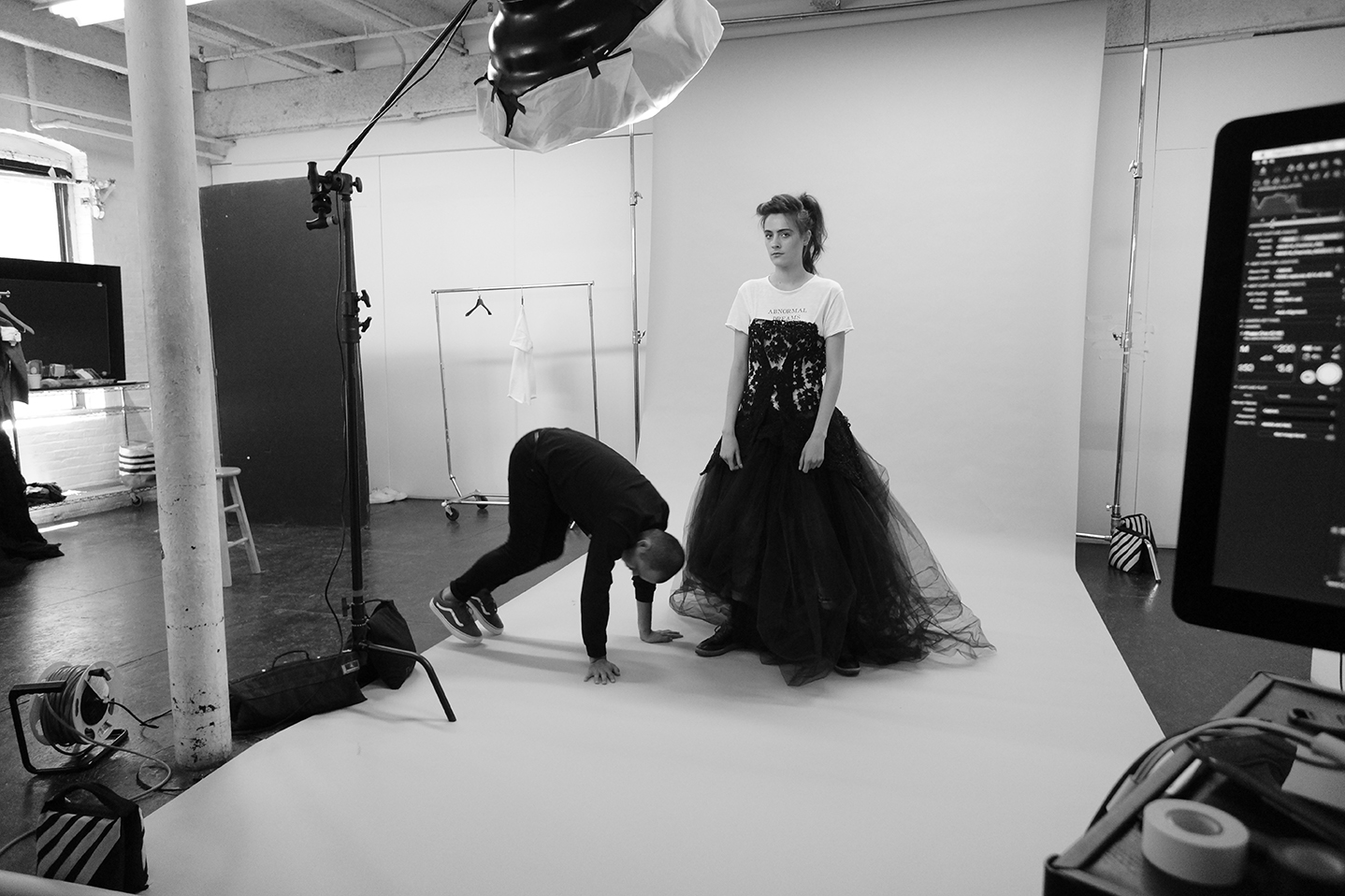 Grayson-Hoffman-Behind-The-Scenes-New-York-Studio-IMG-Women-Models-LIC-Studio-Long-Isalnd-City-Fashion-Images-On-Set-3