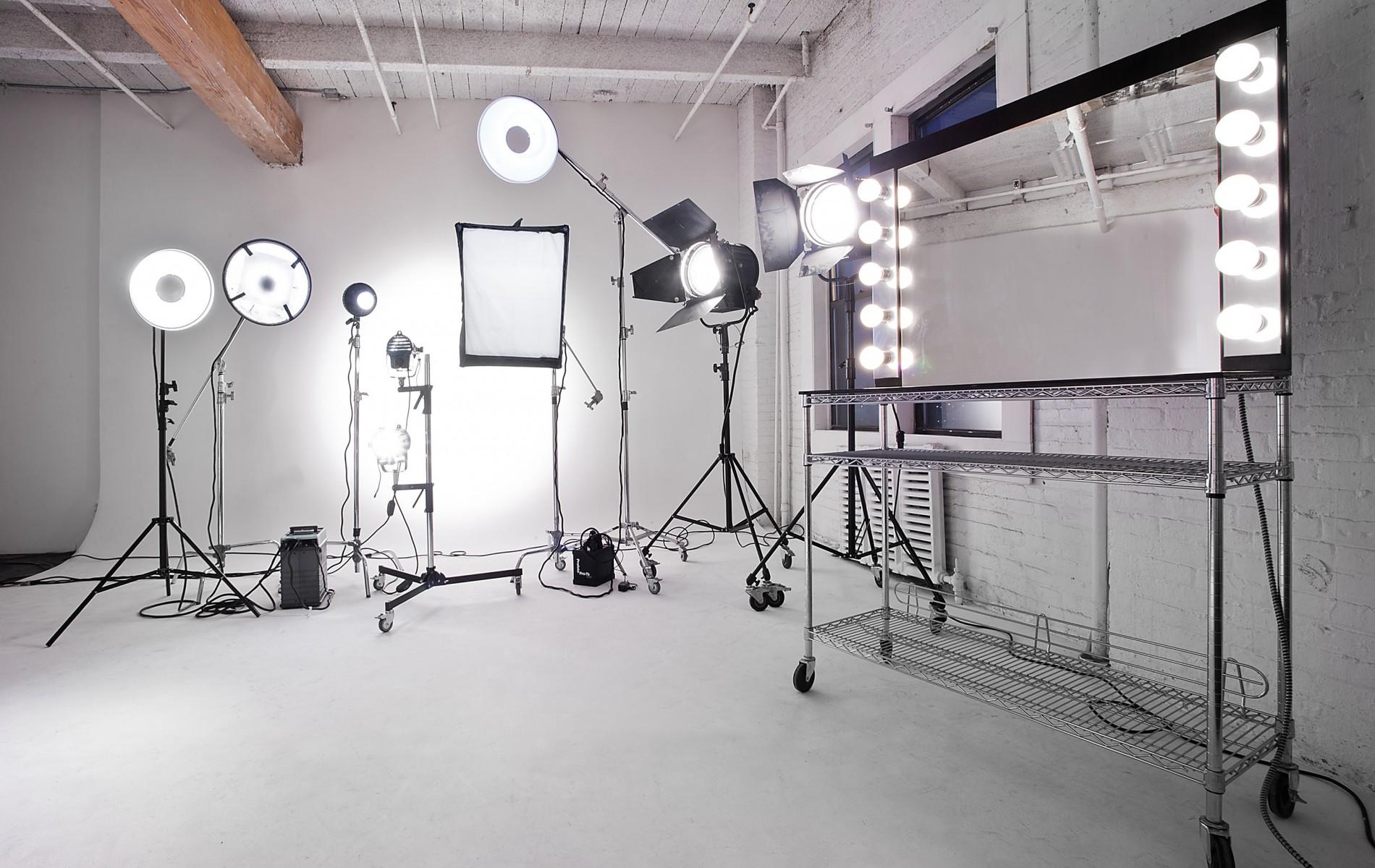 Chụp Hình Sản Phẩm - Studio