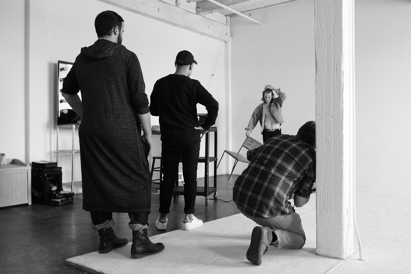 New-York-Fashion-Photographer-Grayson-Hoffman-On-Set-Behind-The-Scenes-Studio-On-Location-Black-And-White-13